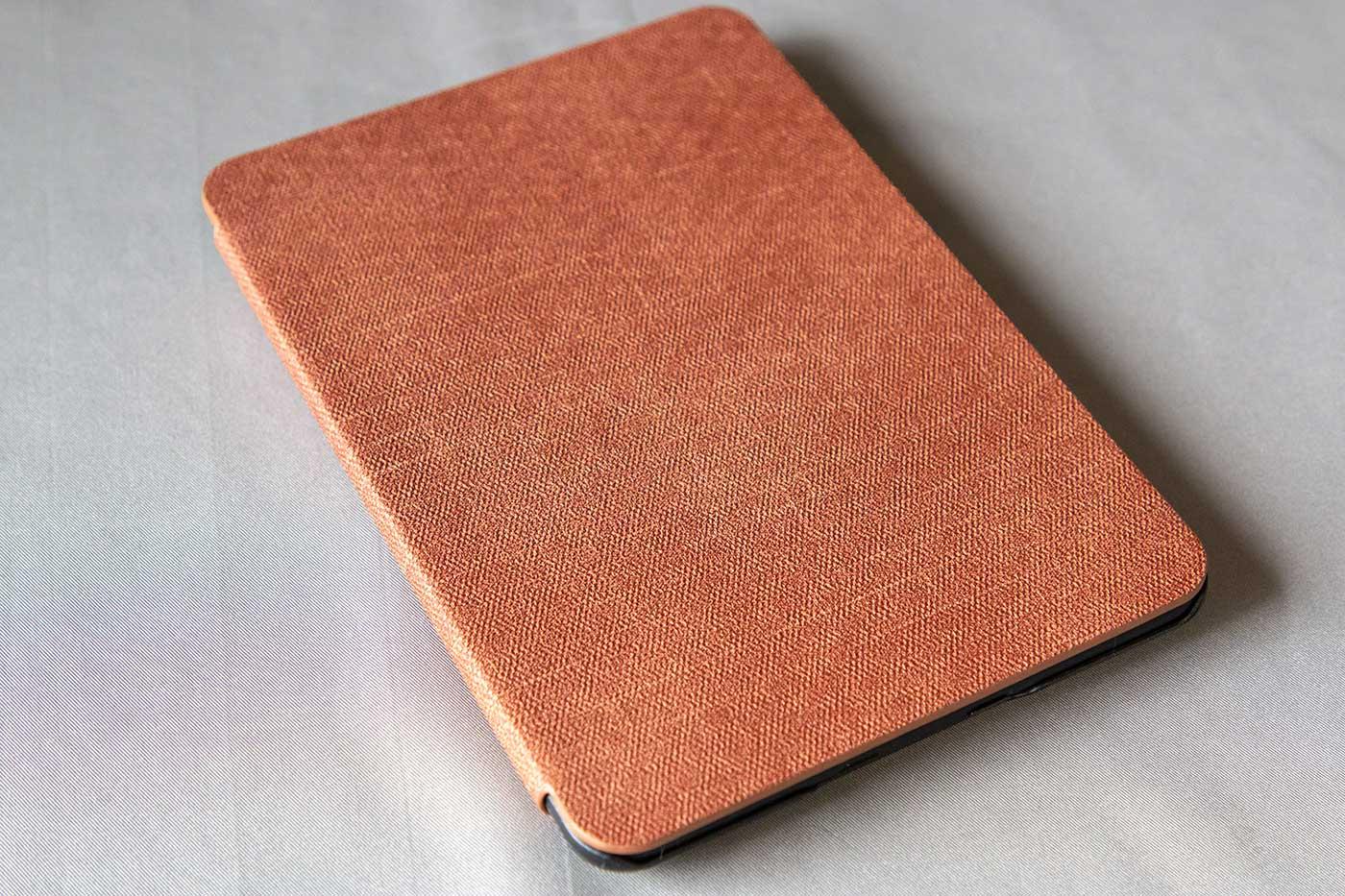 KindlePaperwhiteの非純正カバーのブラウン