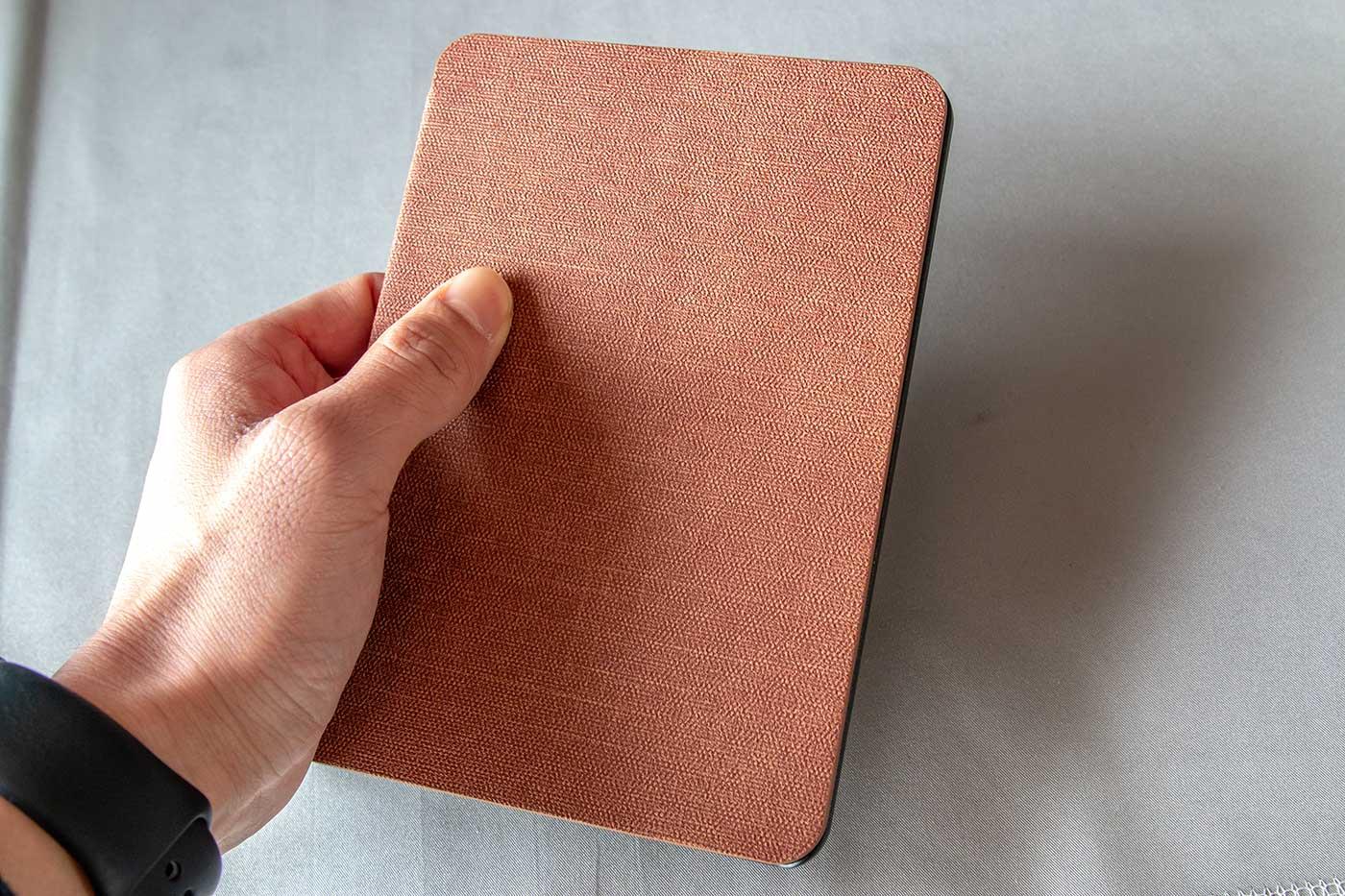 文庫本のようなKindlePaperwhiteの非純正カバー