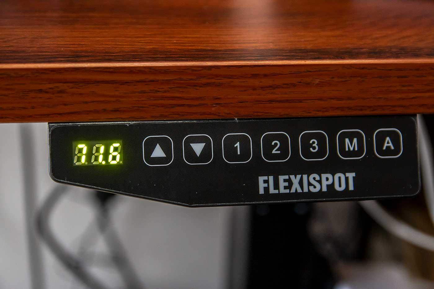 自動昇降デスクの操作パネル
