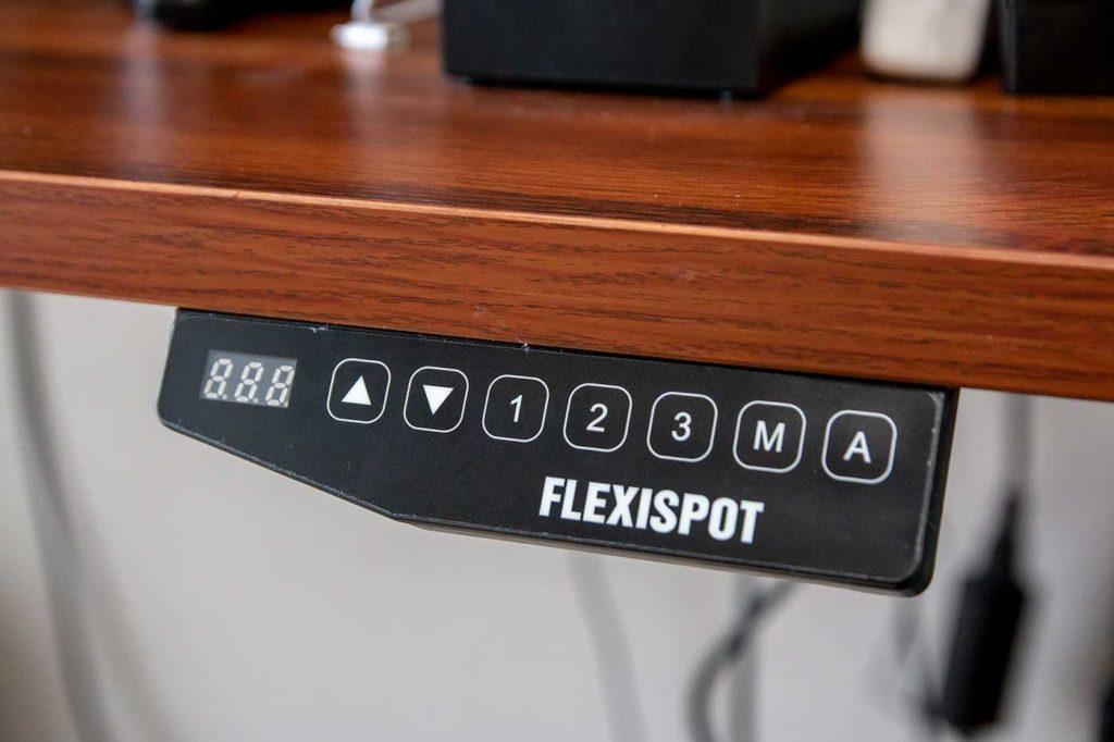 自動昇降デスクのボタン