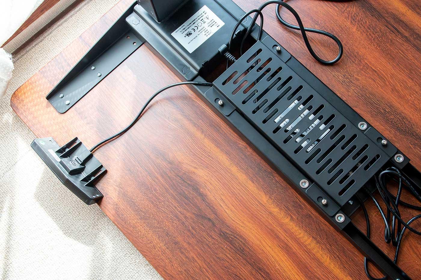 自動昇降スタンディングデスクの電源ユニット部分