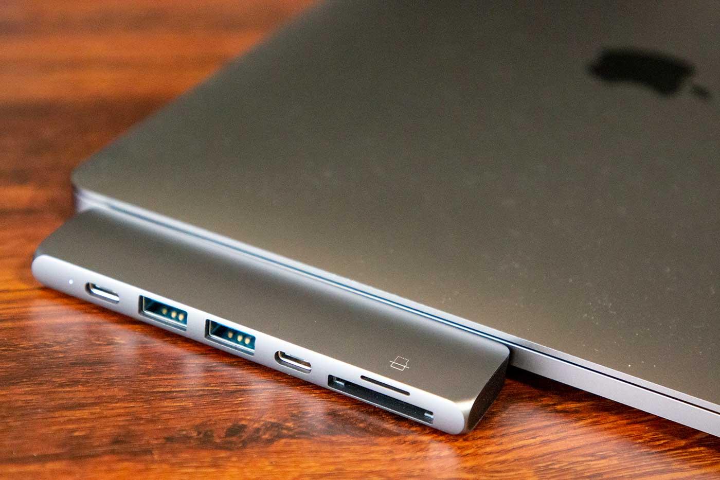 MacBookProのディスプレイを閉じた状態