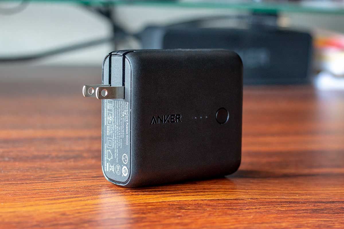 Anker PowerCore Fusion 5000の折りたたみ式プラグ