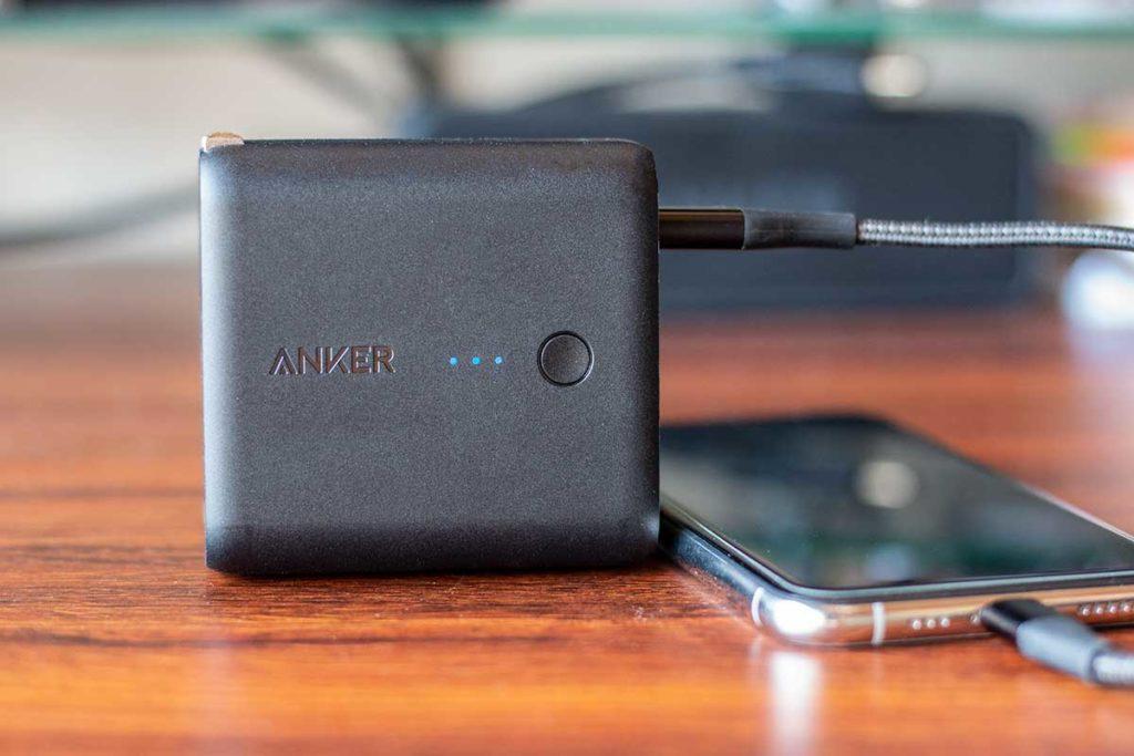 Anker PowerCore Fusion 5000のLEDランプ