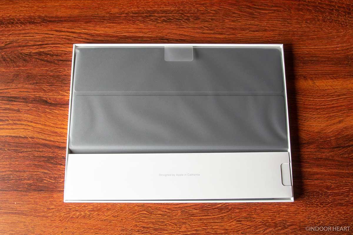 iPadスマートキーボードを開封