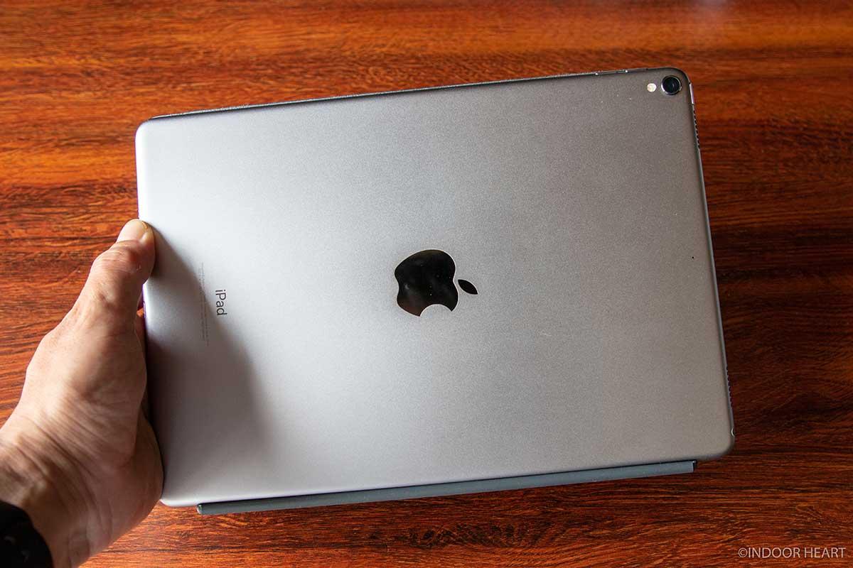 iPadとスマートキーボードの背面
