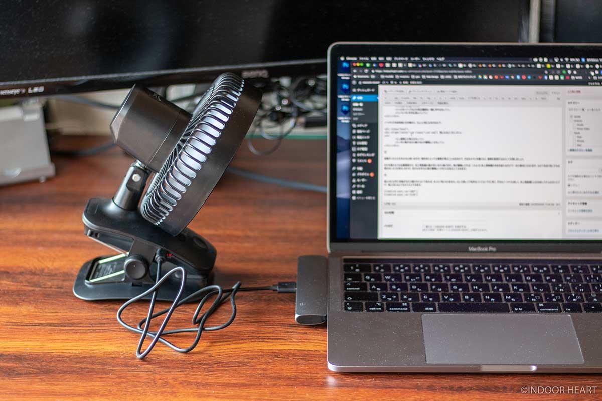 卓上扇風機とMacBook