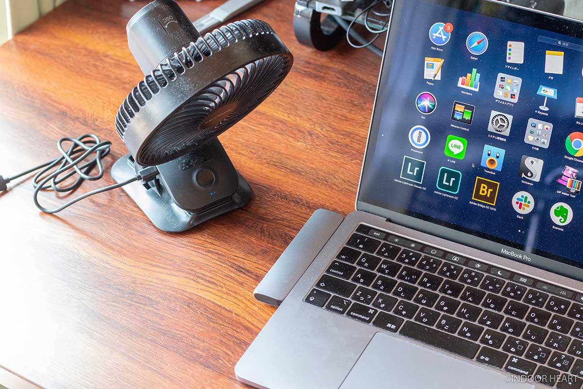 ノートPCと卓上扇風機