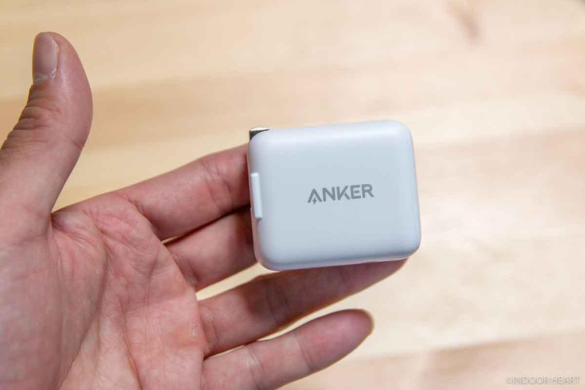 Anker PowerPort III miniの大きさ