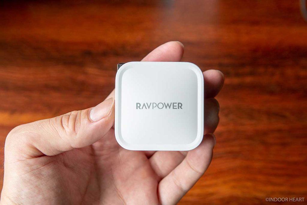 RAVPower 61W USB-C 急速充電器のサイズ感