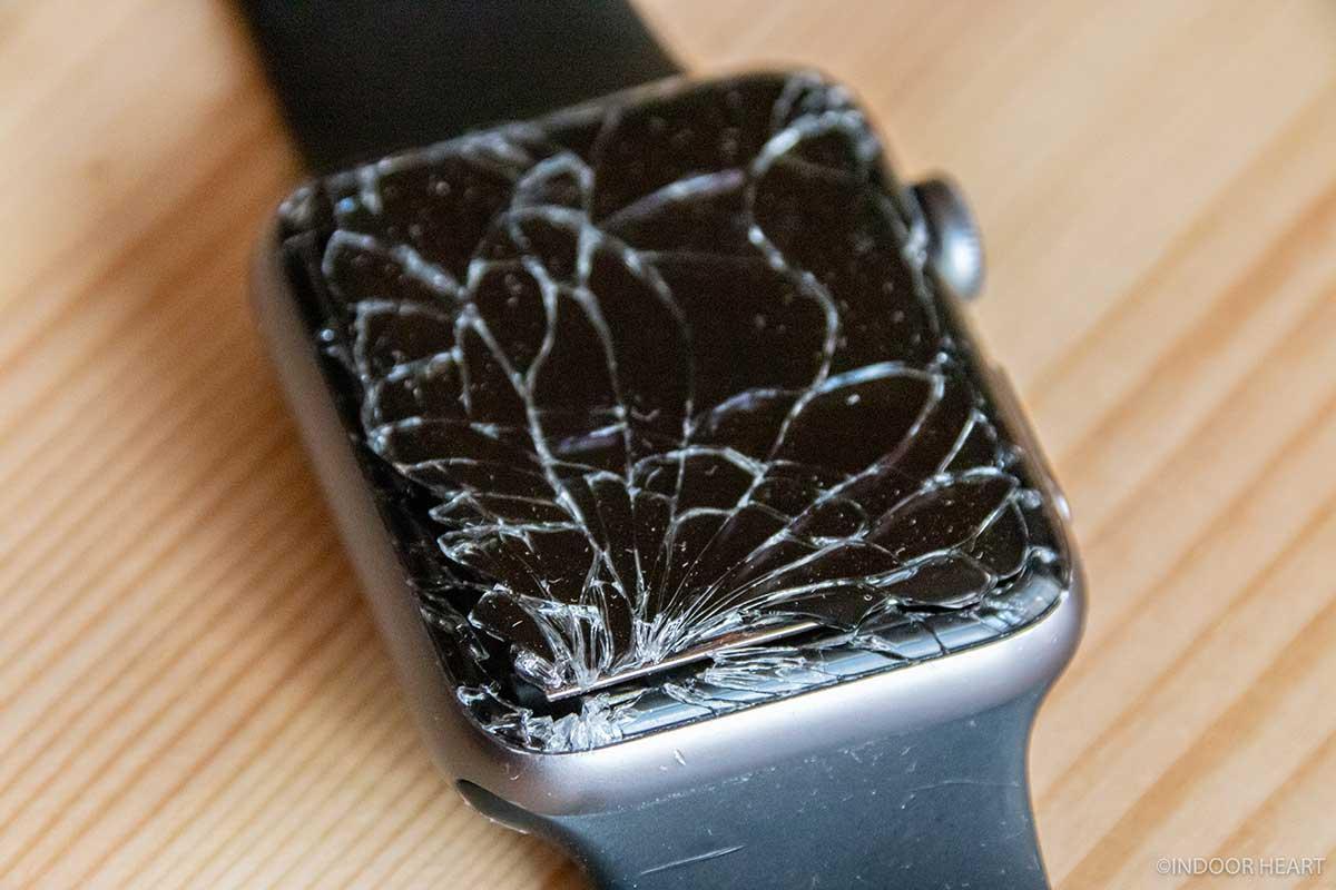 角が割れたApple Watch