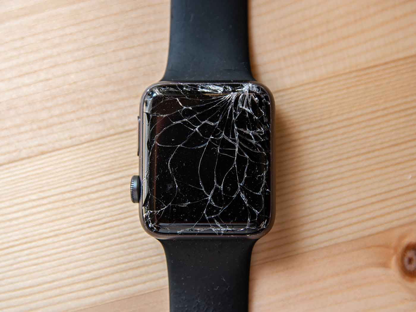 割れたApple Watch