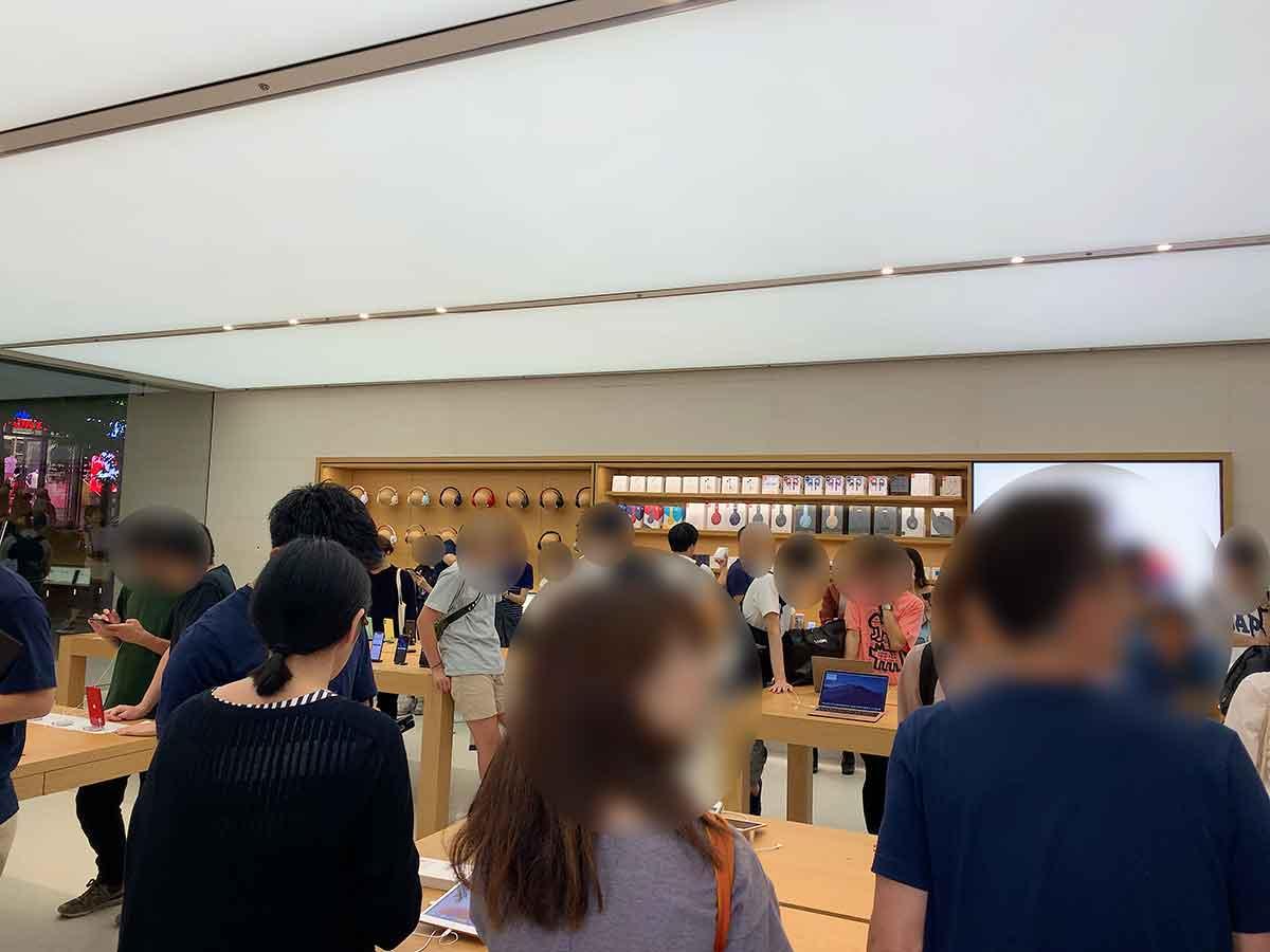 Apple Store渋谷の店内