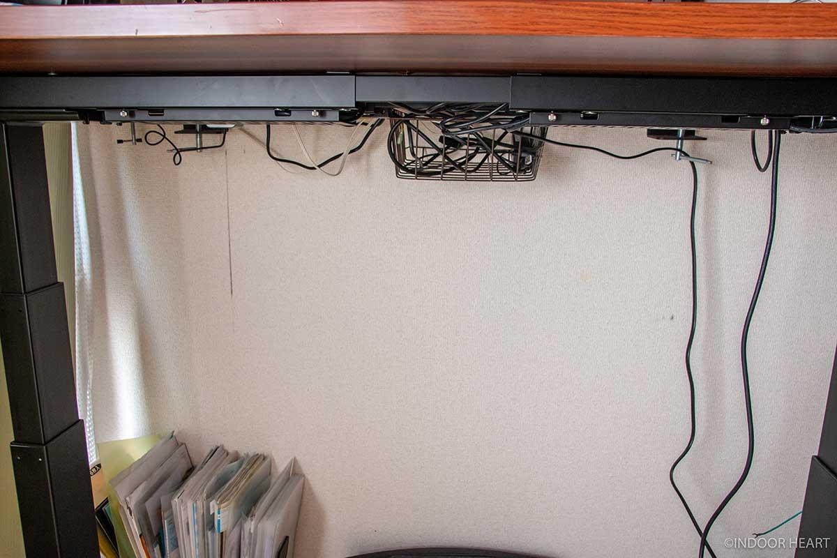 机まわりのケーブルをまとめた