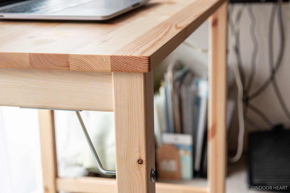 無印良品のパイン材テーブルの脚
