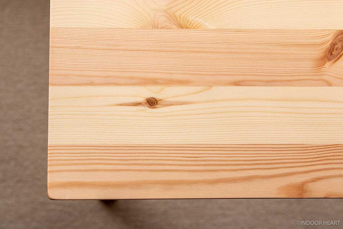 無印良品のパイン材テーブルの天板