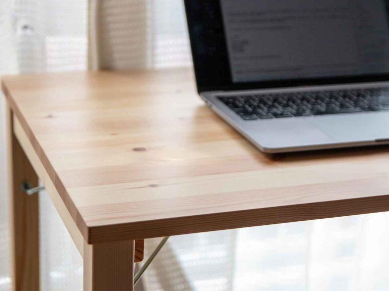 無印良品のパイン材テーブル