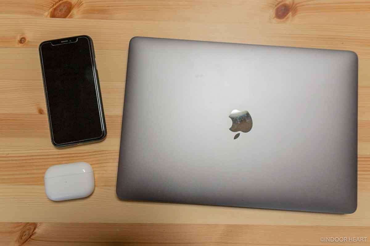 iPhoneとMacBookとAirPods Pro