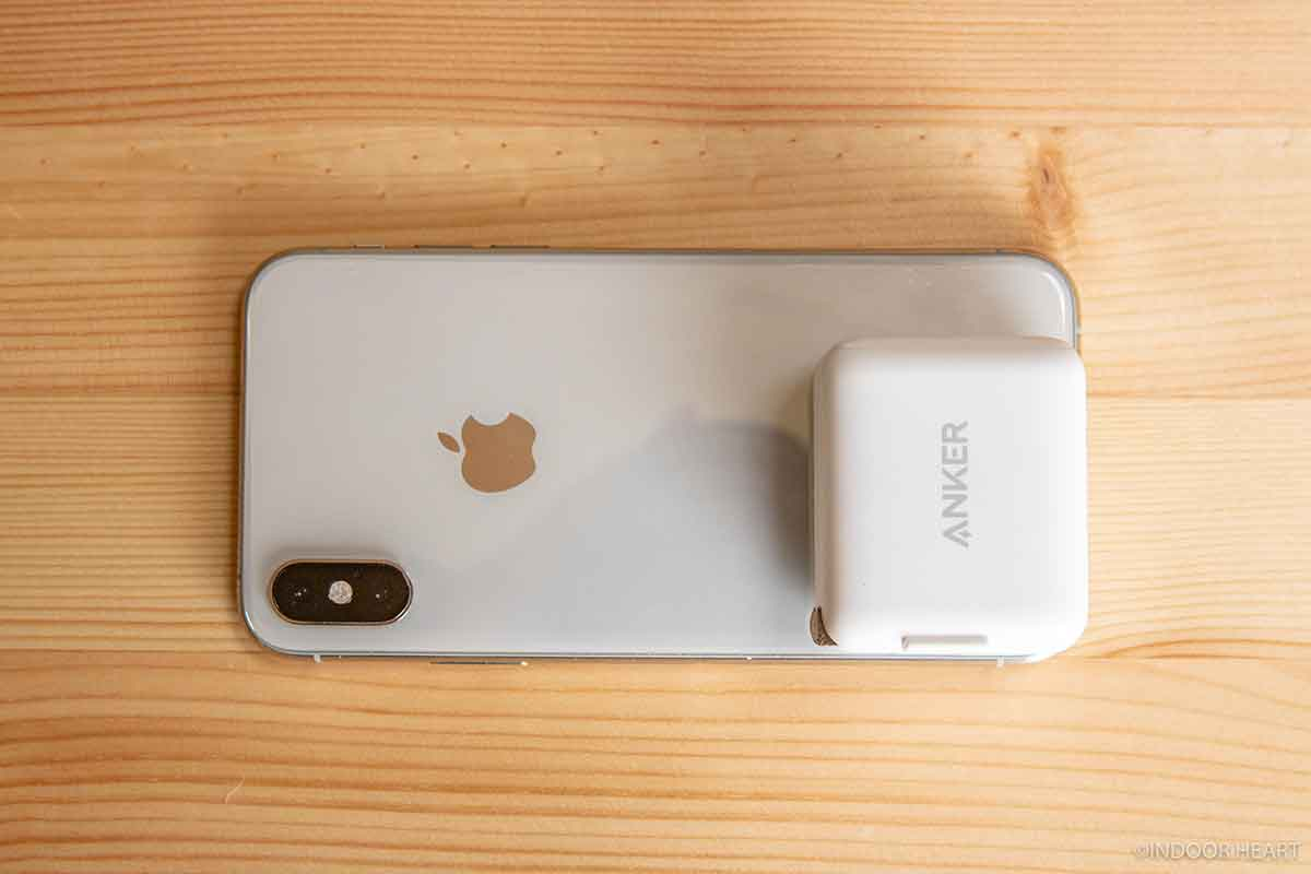 iPhoneXSとAnker PowerPort III miniとAirPods Proのサイズ比較