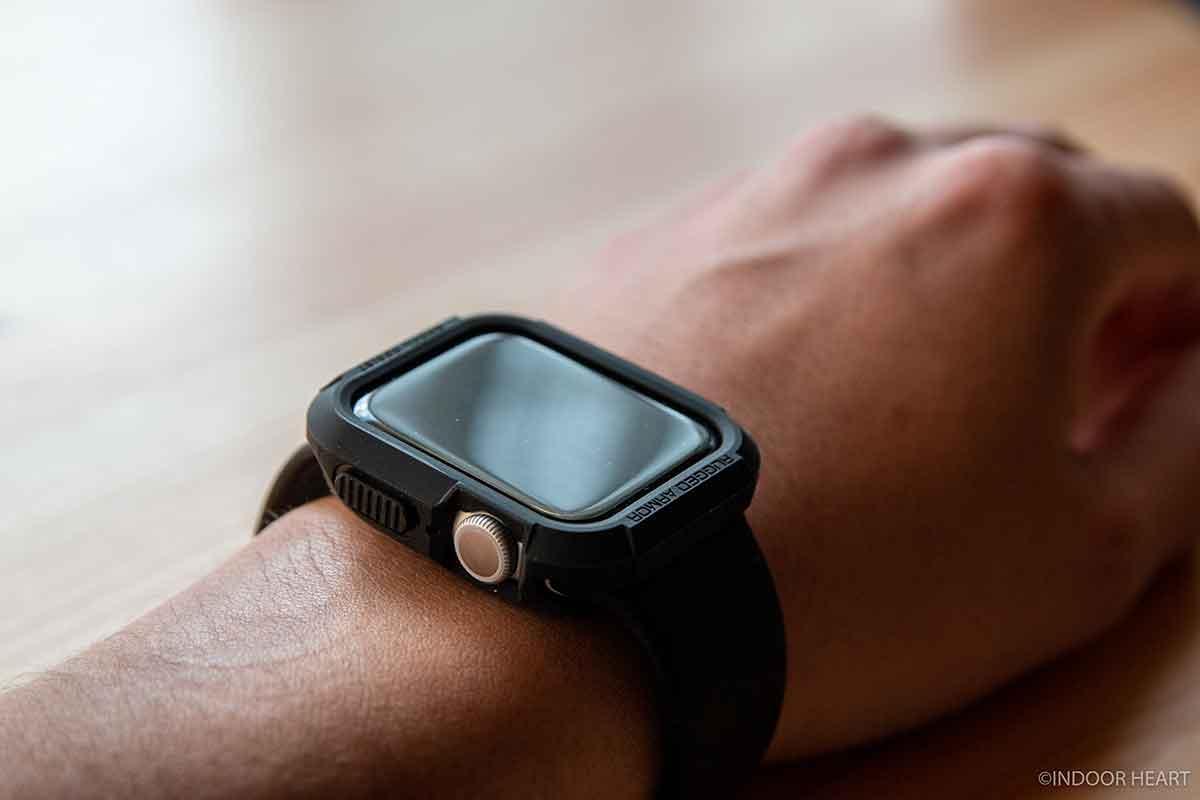 腕に装着したApple Watch
