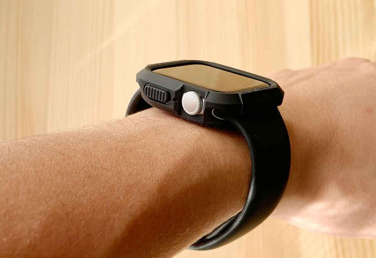 ラギットアーマーを付けたApple Watch