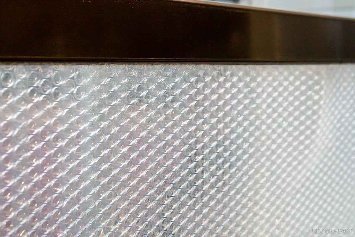 窓に貼る断熱シート