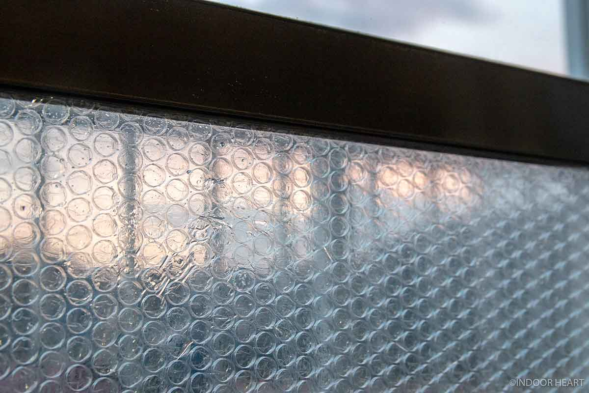 窓の断熱材