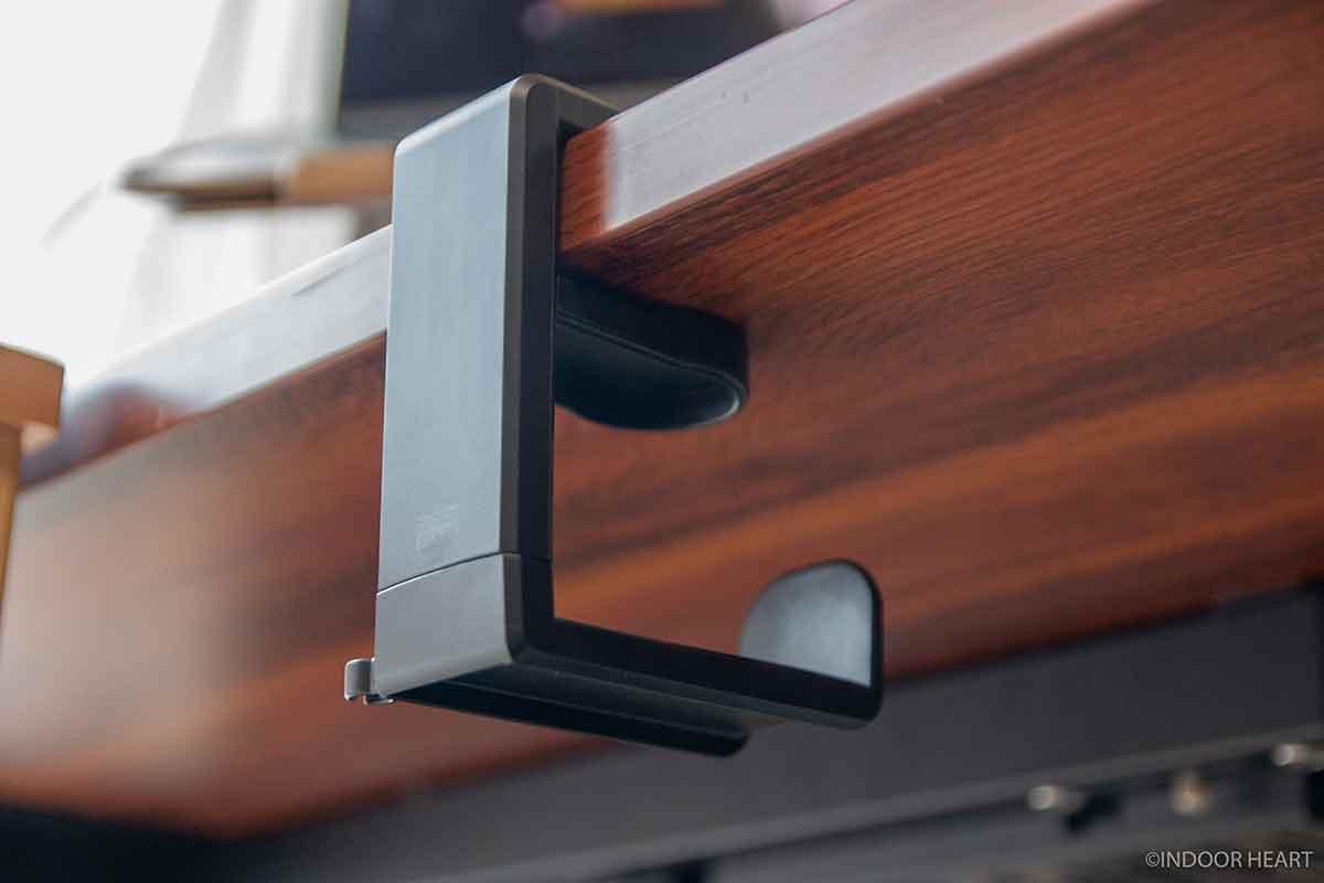 デスク天板に挟むヘッドホンフック