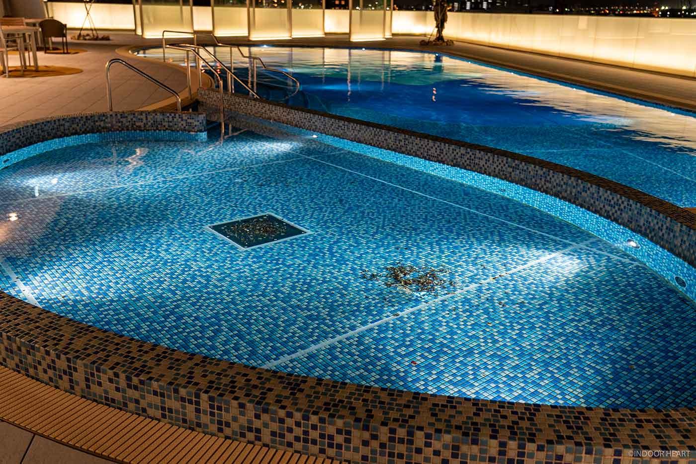 アパホテル&リゾート横浜ベイタワーのプール
