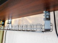 デスク天板に設置するケーブルトレー