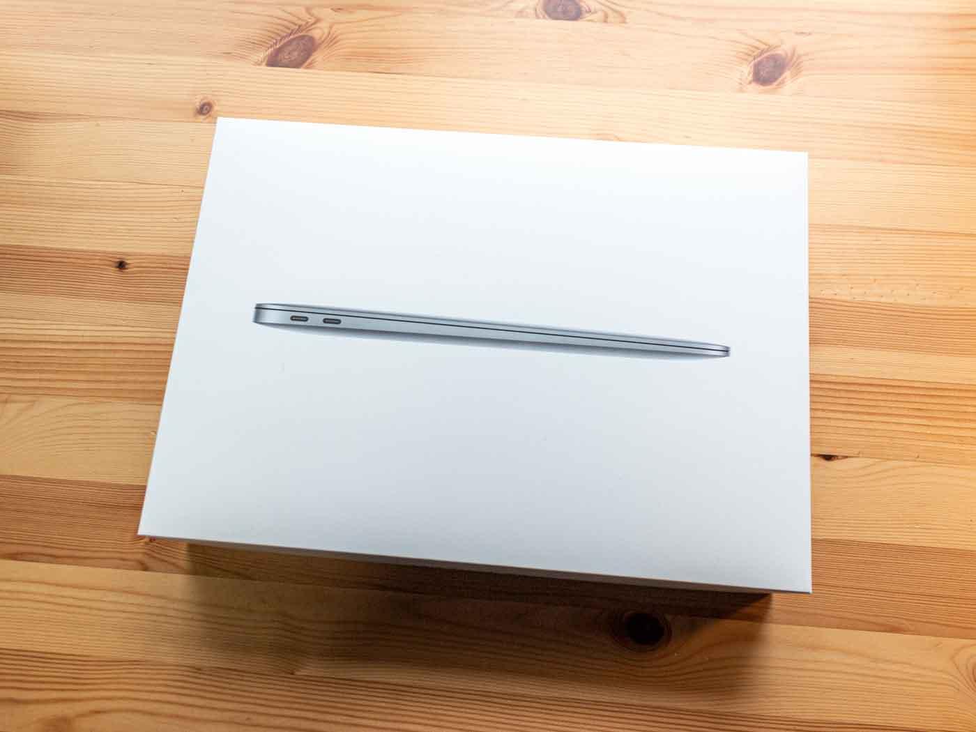 MacBook Airの箱