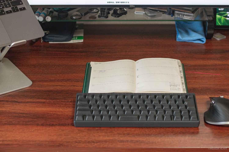 デスクと手帳