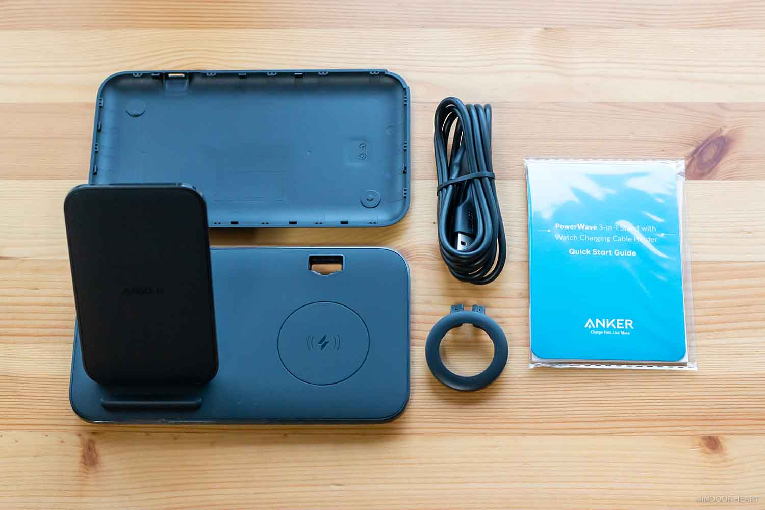 「Anker PowerWave+ 3 in 1 stand with Watch Holder」の付属品
