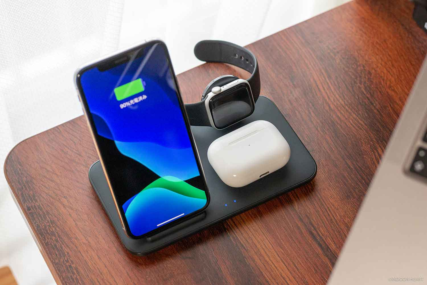 Anker PowerWave+ 3 in 1 stand with Watch Holderの使用例