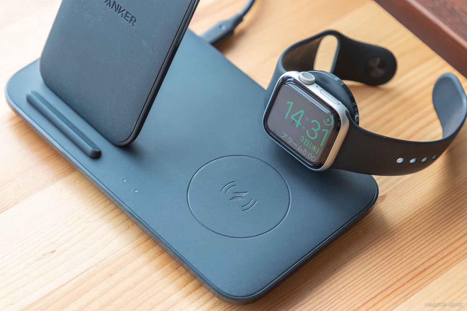 Anker PowerWave+ 3 in 1 stand with Watch HolderでApple Watchを充電